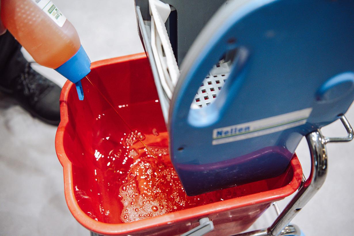 glazenwasser kantoor nellen schoonmaakdiensten uitrusting